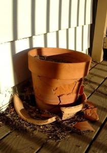 broken_terra_cotta_flower_pot-419x600
